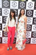 Daisy Shah, Sneha Ullal at Asha Karla_s summer 2015 couture collection hosted by Arpita Khan in Juhu, Mumbai on 5th Feb 2015 (121)_54d4770e3b554.JPG