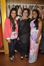 Helen, Arpita Khan at Asha Karla_s summer 2015 couture collection hosted by Arpita Khan in Juhu, Mumbai on 5th Feb 2015 (23)_54d4777b760a3.JPG