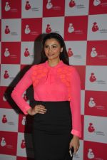 Daisy Shah at 3rd Annual Charity Fundraiser Art Exhibition by Cuddles Foundation in support for children suffering from Cancer in Mumbai on 11th Feb 2015 (31)_54dc66be59336.JPG
