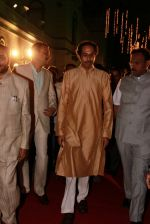 Uddhav Thackeray at Designer Manali Jagtap_s Wedding Reception in Mumbai on 11th Feb 2015 (96)_54dc63bb470fa.jpg