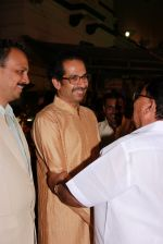 Uddhav Thackeray at Designer Manali Jagtap_s Wedding Reception in Mumbai on 11th Feb 2015 (91)_54dc63b581943.jpg