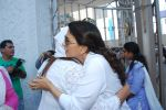 Juhi Chawla at Madan Mohan_s prayer meet in Andheri, Mumbai on 13th Feb 2015 (52)_54e00018bb382.JPG