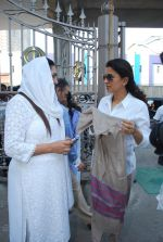 Juhi Chawla at Madan Mohan_s prayer meet in Andheri, Mumbai on 13th Feb 2015 (54)_54e0001b02f06.JPG