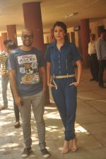 Anushka Sharma, Neil Bhoopalam at Red FM in Mumbai on 19th Feb 2015 (26)_54e6eed4de150.JPG