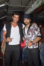 Kushal Tandon at gurmeet_s bday bash in marimba lounge on 22nd Feb 2015 (89)_54eae78d9f834.JPG