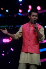 Aditya Narayan on the sets of Lil Champs in Famous on 24th Feb 2015 (40)_54ed71253d195.JPG