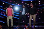 Ayushmann Khurrana, Anu Malik, Aditya Narayan on the sets of Lil Champs in Famous on 24th Feb 2015 (56)_54ed712771e04.JPG
