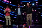 Ayushmann Khurrana, Anu Malik, Aditya Narayan on the sets of Lil Champs in Famous on 24th Feb 2015 (59)_54ed712862f36.JPG