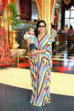 Veena Malik celebrated her birthday in Dubai on 28th Feb 2015 (19)_54f2fa5883997.jpg