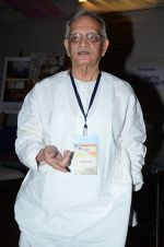 Gulzar at the launch of script writer Javed Siddiqui_s book Gulzar Pluto in Mumbai on 1st Feb 2015(69)_54f45d25eb32d.JPG