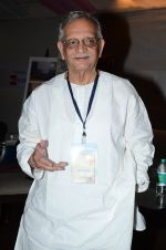 Gulzar at the launch of script writer Javed Siddiqui_s book Gulzar Pluto in Mumbai on 1st Feb 2015(71)_54f45dbd176f8.JPG