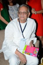 Gulzar at the launch of script writer Javed Siddiqui_s book Gulzar Pluto in Mumbai on 1st Feb 2015(72)_54f45d287ee55.JPG