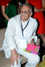 Gulzar at the launch of script writer Javed Siddiqui_s book Gulzar Pluto in Mumbai on 1st Feb 2015(73)_54f45d29ed77a.JPG