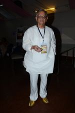 Gulzar at the launch of script writer Javed Siddiqui_s book Gulzar Pluto in Mumbai on 1st Feb 2015(89)_54f45d420ec41.JPG