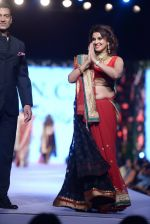 Varsha Usgaonkar at Shaina NC-Manish Malhotra Pidilite Show for CPAA on 1st March 2015 (266)_54f4656b64c18.JPG