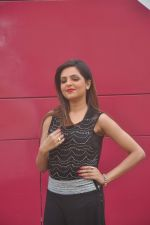 Sugandha Mishra at Killer Karaoke launch by & TV in Vasai on 2nd March 2015 (45)_54f577d7e5185.JPG