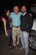 Sakshi Bhatt, Mukesh Bhatt, Vishesh Bhatt at Mr. X first look launch in Mumbai on 4th March 2015 (29)_54f840dd10b74.JPG