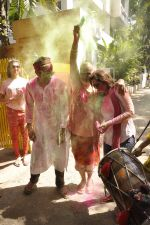 Deepshikha, Kaishav Arora at Shabana Azmi_s holi bash in Mumbai on 5th March 2015 (133)_54f9b6797d09c.JPG
