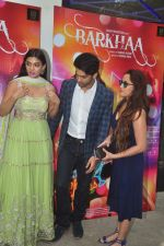 Sara Loren, Taaha Shah, Shweta Pandit at mahesh Bhatt launches Zahara productions Barkhaa Trailor on 5th March 2015 (37)_54f9a33f6c599.JPG
