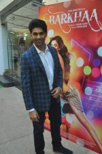 Taaha Shah at mahesh Bhatt launches Zahara productions Barkhaa Trailor on 5th March 2015 (7)_54f9a341afb7a.JPG