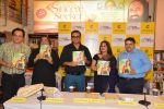 Abhijeet Bhattacharya,, Mahesh Thakur at Ananya Banerjee_s book launch in crossword on 12th March 2015 (24)_5502aba776eec.JPG
