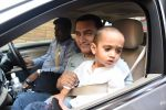 Aamir Khan takes off to Hilton Shilim with Azad for his birthday bash in Mumbai on 13th March 2015 (18)_55042696aedbe.JPG