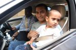 Aamir Khan takes off to Hilton Shilim with Azad for his birthday bash in Mumbai on 13th March 2015 (14)_550426936cc3d.JPG