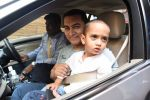 Aamir Khan takes off to Hilton Shilim with Azad for his birthday bash in Mumbai on 13th March 2015 (17)_5504269482d98.JPG
