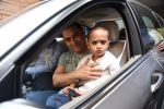 Aamir Khan takes off to Hilton Shilim with Azad for his birthday bash in Mumbai on 13th March 2015 (7)_5504268f55841.JPG