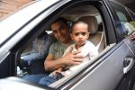Aamir Khan takes off to Hilton Shilim with Azad for his birthday bash in Mumbai on 13th March 2015 (8)_550426908ef8f.JPG