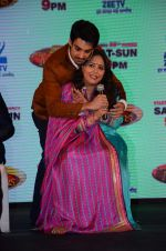 Geeta Kapoor, Karan Wahi at the launch of Zee TV_s Dance India Dance Super Mom in Mumbai on 17th March 2015 (73)_55094b49c3a0b.JPG