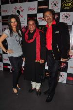 Preety Bhalla, Anup Jalota at the launch of Anup Jalota & Pankaj Udhas_s song Zindagi from film Hum Baaja Baja Denge in Bandra on 17th March 2015 (9)_55094c925e3de.JPG
