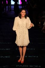Shruti Seth on Day 1 at Lakme Fashion Week 2015 on 18th March 2015 (15)_550aa5f3bc1a3.JPG