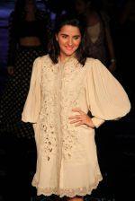 Shruti Seth on Day 1 at Lakme Fashion Week 2015 on 18th March 2015 (28)_550aa643a1d6b.JPG