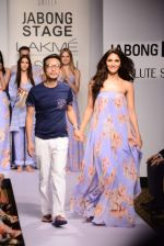 Vaani Kapoor walks the ramp for Sailex Show at Lakme Fashion Week 2015 Day 1 on 18th March 2015 (10)_550aaaf284465.JPG