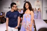 Vaani Kapoor walks the ramp for Sailex Show at Lakme Fashion Week 2015 Day 1 on 18th March 2015 (12)_550aaaf5d9b96.JPG