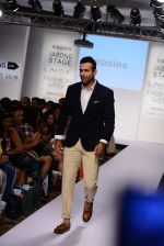 Irfan Pathan walks the ramp for Killer and Easies Show at Lakme Fashion Week 2015 Day 2 on 19th March 2015 (101)_550c059649a82.JPG