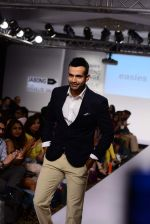Irfan Pathan walks the ramp for Killer and Easies Show at Lakme Fashion Week 2015 Day 2 on 19th March 2015 (103)_550c0598e5eab.JPG