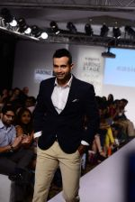 Irfan Pathan walks the ramp for Killer and Easies Show at Lakme Fashion Week 2015 Day 2 on 19th March 2015 (104)_550c059a6dd39.JPG