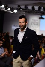 Irfan Pathan walks the ramp for Killer and Easies Show at Lakme Fashion Week 2015 Day 2 on 19th March 2015 (106)_550c059d41cf3.JPG