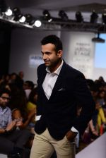 Irfan Pathan walks the ramp for Killer and Easies Show at Lakme Fashion Week 2015 Day 2 on 19th March 2015 (107)_550c059e7de07.JPG