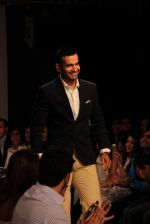 Irfan Pathan walks the ramp for Killer and Easies Show at Lakme Fashion Week 2015 Day 2 on 19th March 2015 (273)_550c05ab984eb.JPG