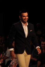 Irfan Pathan walks the ramp for Killer and Easies Show at Lakme Fashion Week 2015 Day 2 on 19th March 2015 (274)_550c05ad02673.JPG