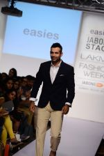 Irfan Pathan walks the ramp for Killer and Easies Show at Lakme Fashion Week 2015 Day 2 on 19th March 2015 (99)_550c059264f29.JPG