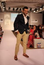 Irfan Pathan walks the ramp for Killer and Easies Show at Lakme Fashion Week 2015 Day 2 on 19th March 2015 (279)_550c05b89d87c.JPG
