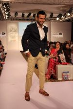 Irfan Pathan walks the ramp for Killer and Easies Show at Lakme Fashion Week 2015 Day 2 on 19th March 2015 (280)_550c05ba8b2c8.JPG