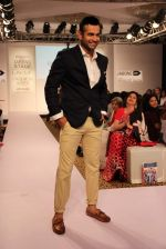 Irfan Pathan walks the ramp for Killer and Easies Show at Lakme Fashion Week 2015 Day 2 on 19th March 2015 (282)_550c05be1364f.JPG