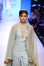 Model walk the ramp for Kiran Uttam Ghosh Show at Lakme Fashion Week 2015 Day 2 on 19th March 2015 (24)_550c06a302603.JPG