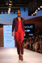 Model walks the ramp for Shruti Sancheti Show at Lakme Fashion Week 2015 Day 2 on 19th March 2015 (86)_550c13a36fd26.JPG