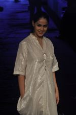 Genelia D Souza at Asmita Marwa Show at Lakme Fashion Week 2015 Day 3 on 20th March 2015 (42)_550e8b34e3109.JPG